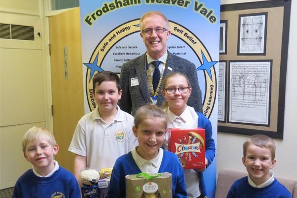 Photo of Frodsham Weaver Vale Primary School children recieving a gift